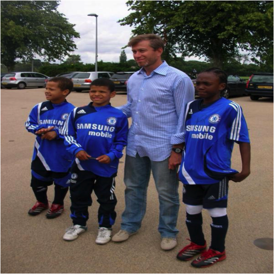 A young Dominic Solanke & Tammy Abraham with Roman Abramovich.
