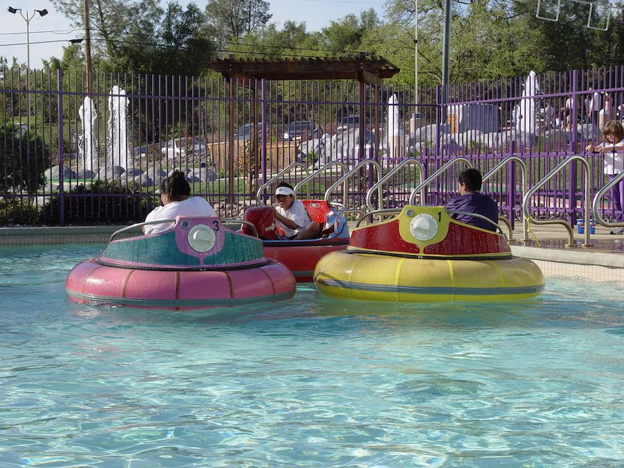 bumper-boats-oasis-fun-center-2.jpg