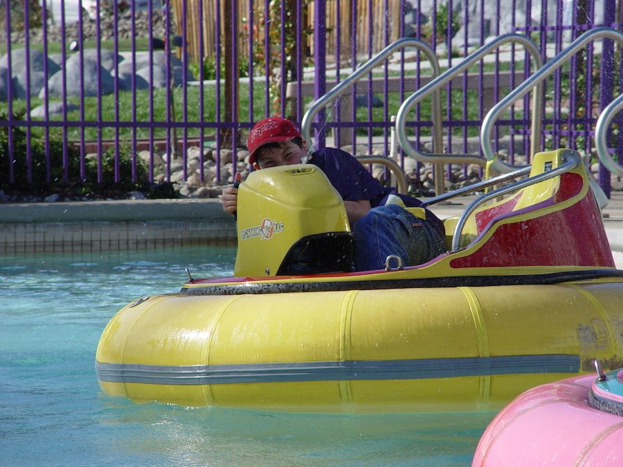 bumper-boats-oasis-fun-center-3.jpg