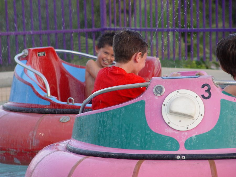 bumper-boats-oasis-fun-center-5.jpg