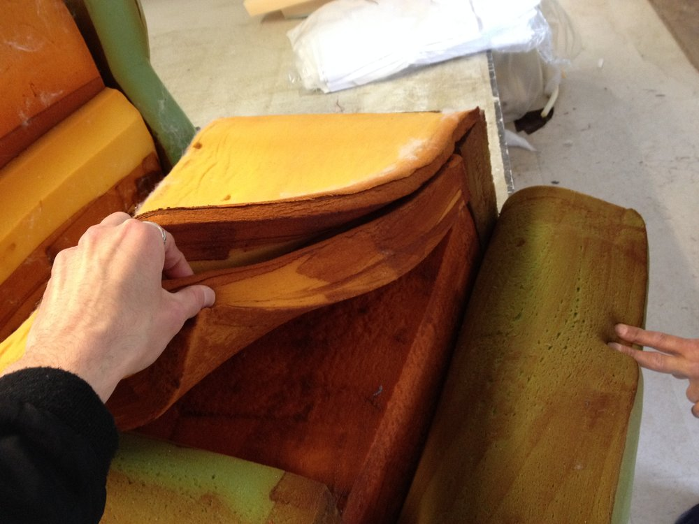 Soriana Sofa - restoration phase 1 assessment of the insides and structure #tobiascarpa #soriana