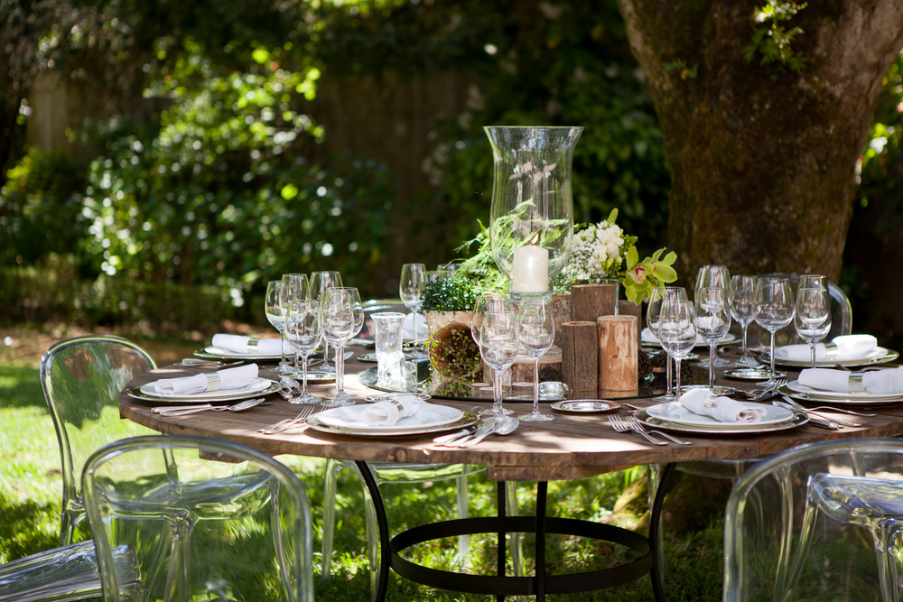 Green wedding table setting by The Wedding Portugal