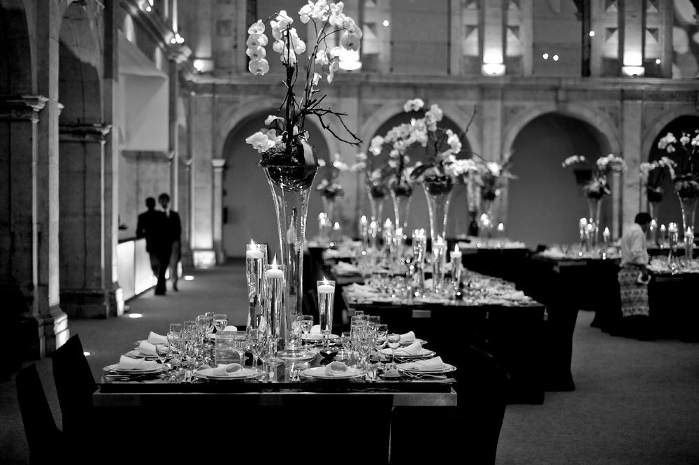 Contemporary wedding table design by The Wedding Portugal.jpg