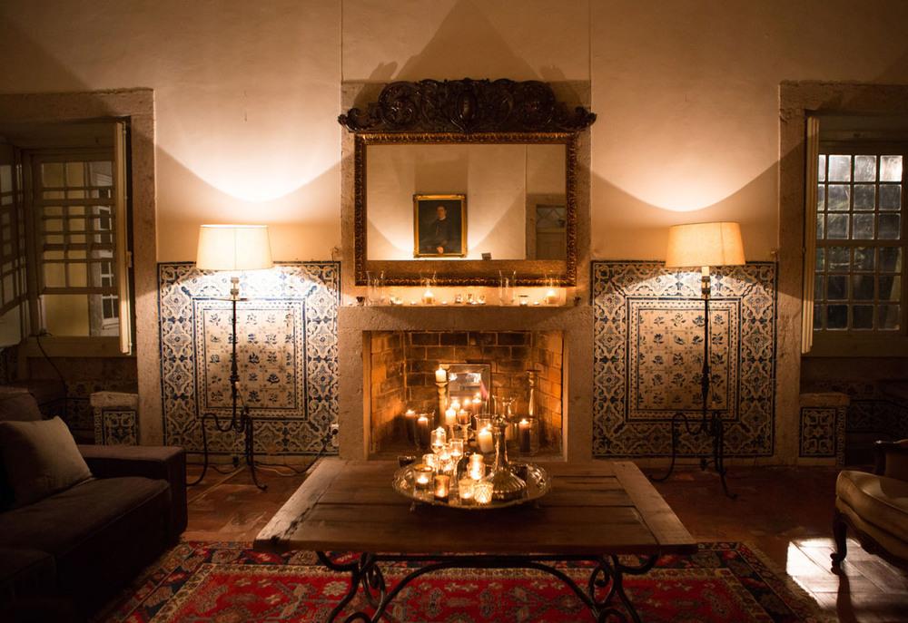 Cozy fireplace decor ideas for summer wedding by The Wedding Portugal.jpg