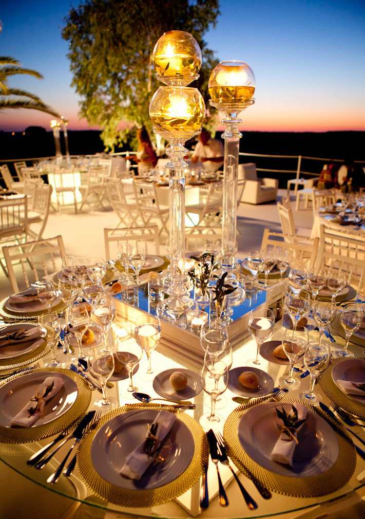 Creative wedding table design by The Wedding Portugal team.jpg