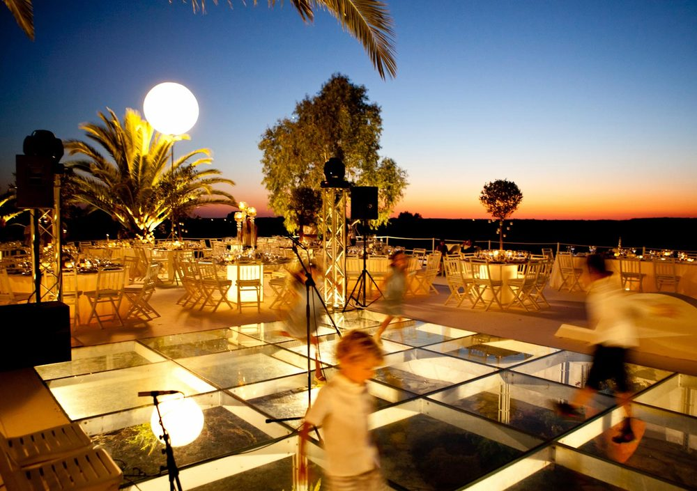 Dance floor arrangements by The Wedding Portugal.jpg