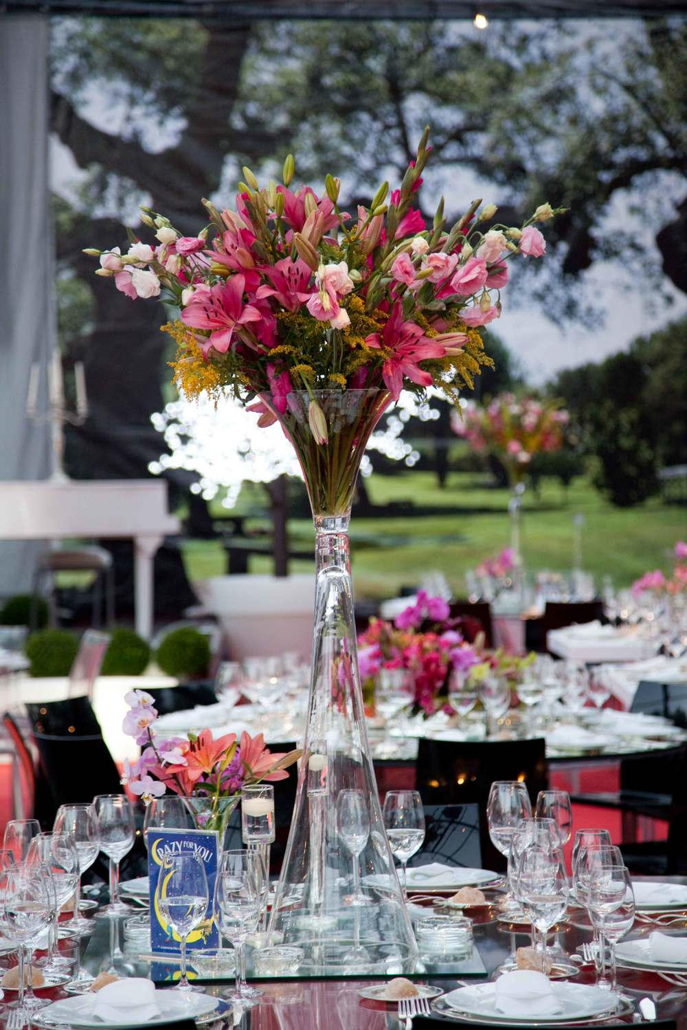 Flower decor for wedding table by The Wedding Portugal team.jpg