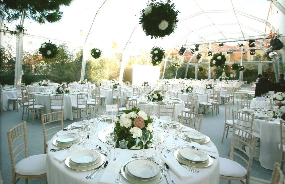 White theme wedding room decor by The Wedding Portugal.jpg