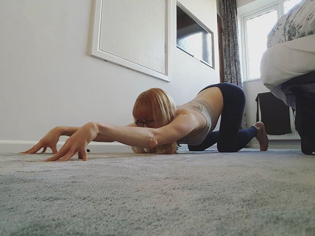 🐶 Puppy pose...one of my current favourites. So good to get into the upper back and shoulders. Moving through a few stretches very gently this morning, feeling tender after yesterday's meeting with the pavement.  It's really easy to get caught up in trying to force yourself into a yoga pose or take each modification to make it tougher. Although it's good to push yourself to a certain degree, I think it's so important to move with ease into the poses, and if anything hurts don't force it. Moving with the breath in a way that feels good, that's what it's all about. Not getting your leg behind your head.