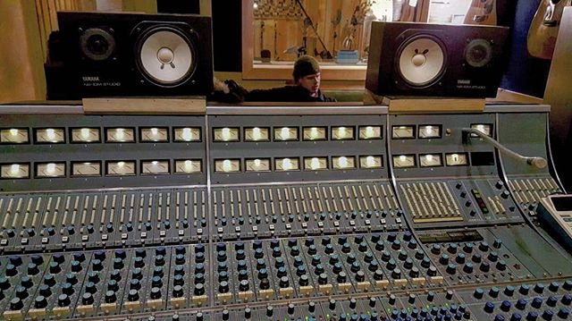Mixing @thefallingbirds on this #neve console is standard for any live performance you book with us... Wait until you see what's behind us 😅 #takeprideinyourwork . . . . . . . . . . . . . . . . . . . . . . . . . . . . . . . . . . . #gearslutz #rupertneve #neve #recordingconsole #vintageking #nyc #studiolife #bunkerbrooklyn #Brooklyn #recordingstudio #production #producerlife #nonstop #Sundayfunday #birds #ssl Yamaha #rockwoodmusichall #les #newyork #Hankwilliams #rock