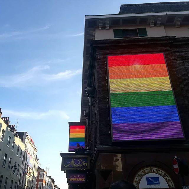 Love is love ❤️ . #pride #allyouneedislove #rainbow #aladdin #theatre