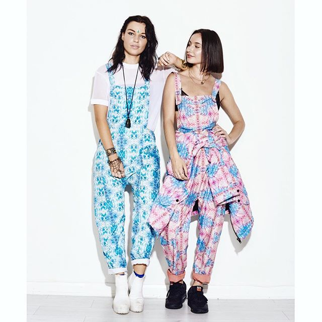 Throwback to shooting for @studenthighstreet designer profiles, styled in Painted Sand dungarees & Belisama dungarees/jacket and @claudiapink bindi 💠 #zola #zolalondon #studenthighstreet #claudiapink #bindi #print #designer #fashion #dungarees #festival #style #colour #ocean #pattern #online #platform #boutique