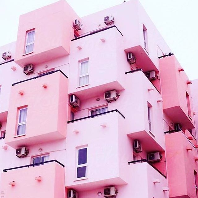 ROSE TINT TOWERS 🌸💗🍧 #zola #zolalondon #pink #tower #building #streets #apartments #colour #pastel #inspiration