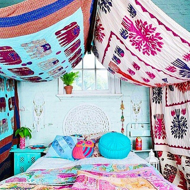 Take us back to our rainbow boudoir please! 🌈🌷🌸