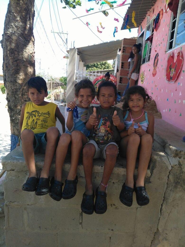 Nuestra Misión - Fundación Una Mano Amiga se enfoca en obtener recursos para desarrollar proyectos y programas que permitan mejorar la calidad de vida y ofrecer un futuro esperanzador a una comunidad vulnerable de aproximadamente500 niños y 150 ancianosen el pueblo de Agua de Dios, Colombia, un lugar que sufre las consecuencias de la lepra (no totalmente erradicada), la pobreza, la violencia, la discriminación y el abandono.Nuestra misión se logra a través de programas de ayuda, educación y acciones de salud preventiva y curativa, así como a través de proyectos para la auto-sostenibilidad de esta comunidad vulnerable, evitando que caigan en las manos de la delincuencia y de otras serias amenazas a las que están expuestos permanentemente.DONATE