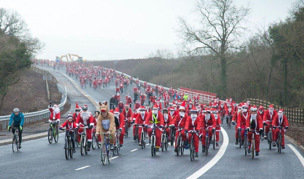 Santa Cycling 4.jpg
