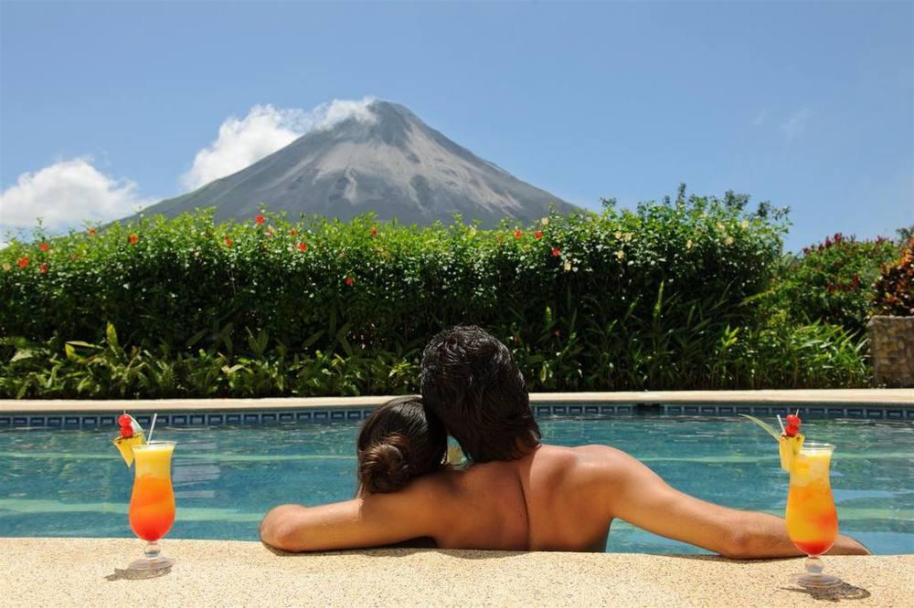 piscina-pareja.jpg.1024x0.jpg