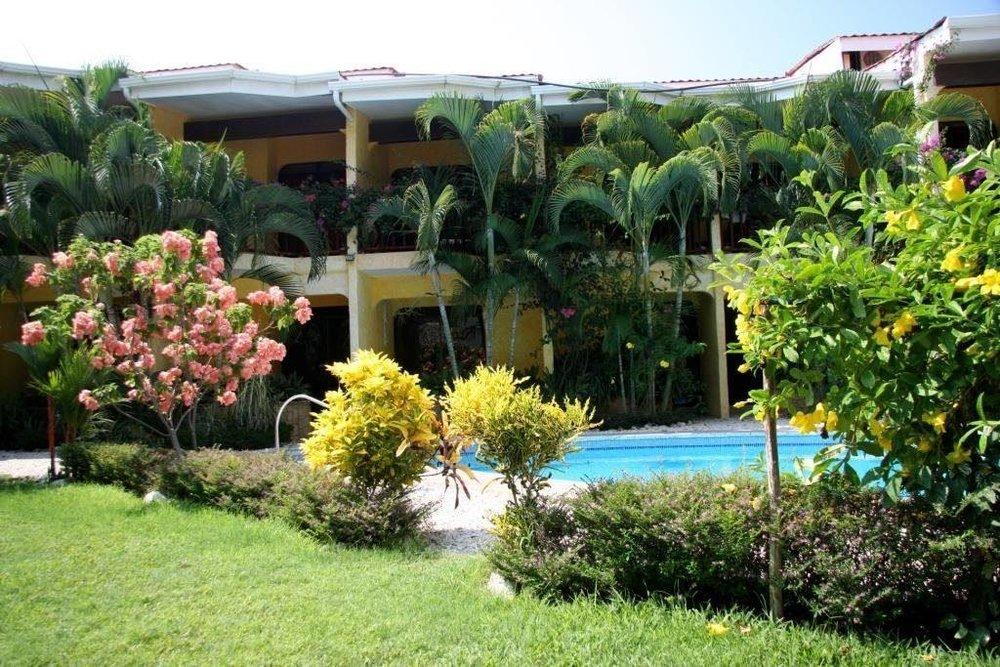Hotel Giada pool.jpg