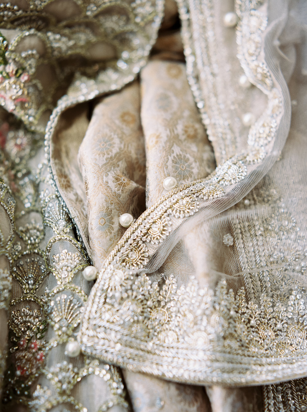 pakistani_kamal_bride_kamal_beverly_hills_faraz_manan_usa_boutique_elan_sabyasachi_gown_fusion_bridal_gold_indian.jpg