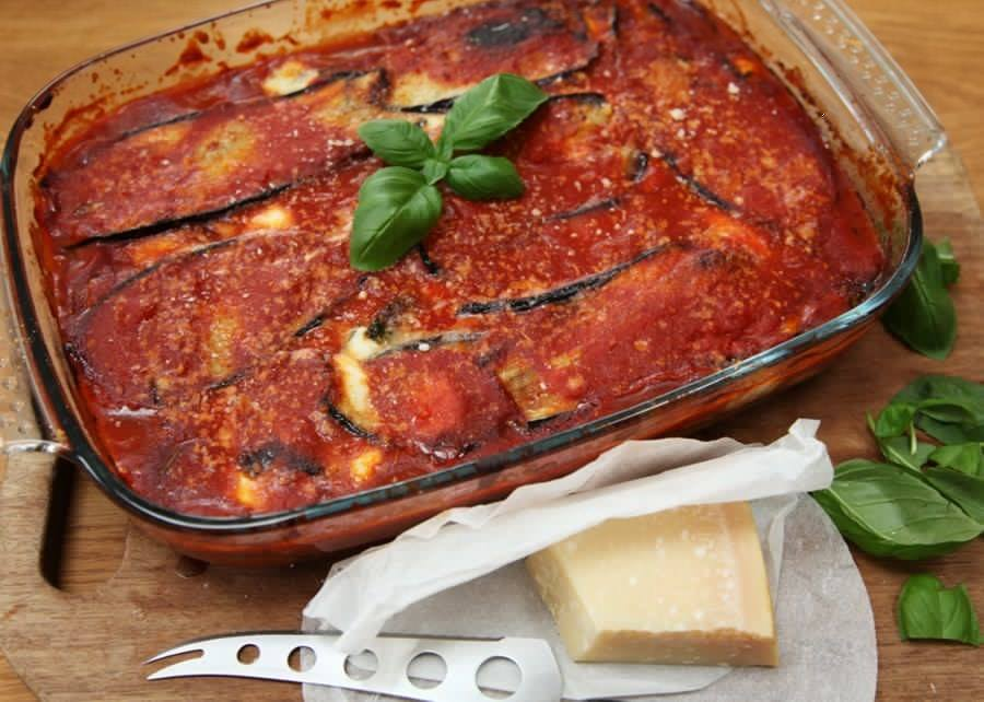 Parmigiana di melanzane (eggplant gratin from South Italy)