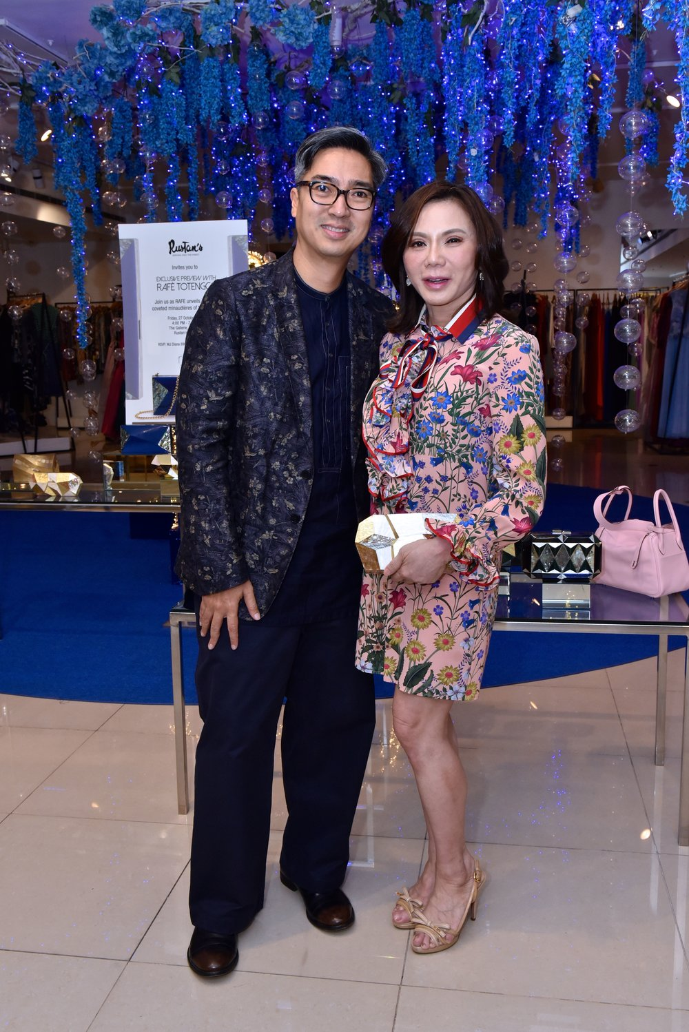 Dr. Vicki Belo clutching the Vivienne Minaudière. She left with 2 Rafe minaudieres that evening.