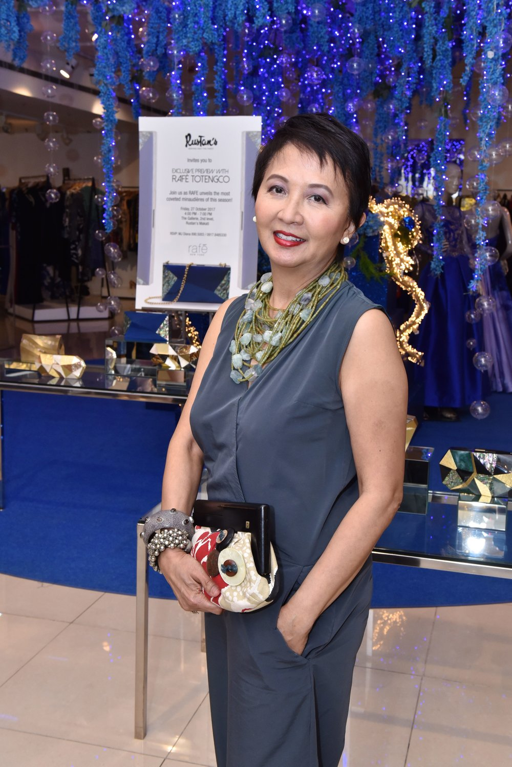 Tita Fe with her vintage Rafe clutch while choosing which minaudière to buy.