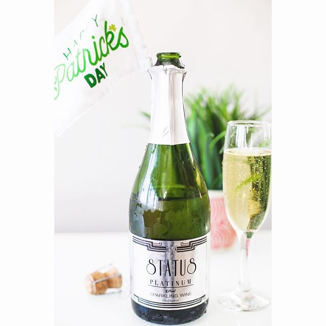 Happy St. Patrick's Day! Feeling so lucky 🍀 with our chilled STATUS on this beautiful sunny California day . . . . . #whatsyourstatus #stpatricksday #statussparklingwines #green #lucky #gogreen #brut #champagnelover #sparklingwine #status #stpattysday