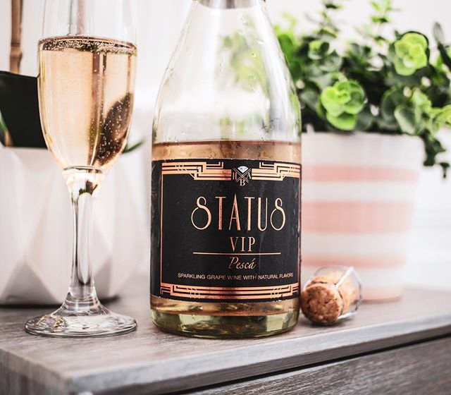 Oh hey there! VIP is looking so refreshing right about now, would you agree?  What's Your STATUS? . . . . . #whatsyourstatus #vip #peachmango #pesca #chic #humpday #midweek #satisfaction #splended #sweet #refreshing #springtime #springbreak #anotherdayattheoffice #sacramentosbest #california #summertimefine #chilled #fashion #bloggers #influencer #statussparklingwines #status #upyourstatus