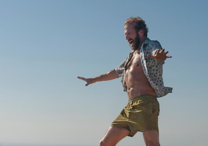 Ralph Fiennes struts his stuff in A Bigger Splash (2015).