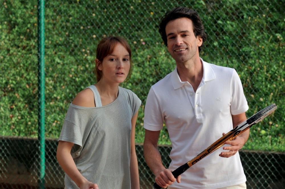 Anaïs Demoustier and Romain Duris form a unique bond in The New Girlfriend (Une Nouvelle Amie).