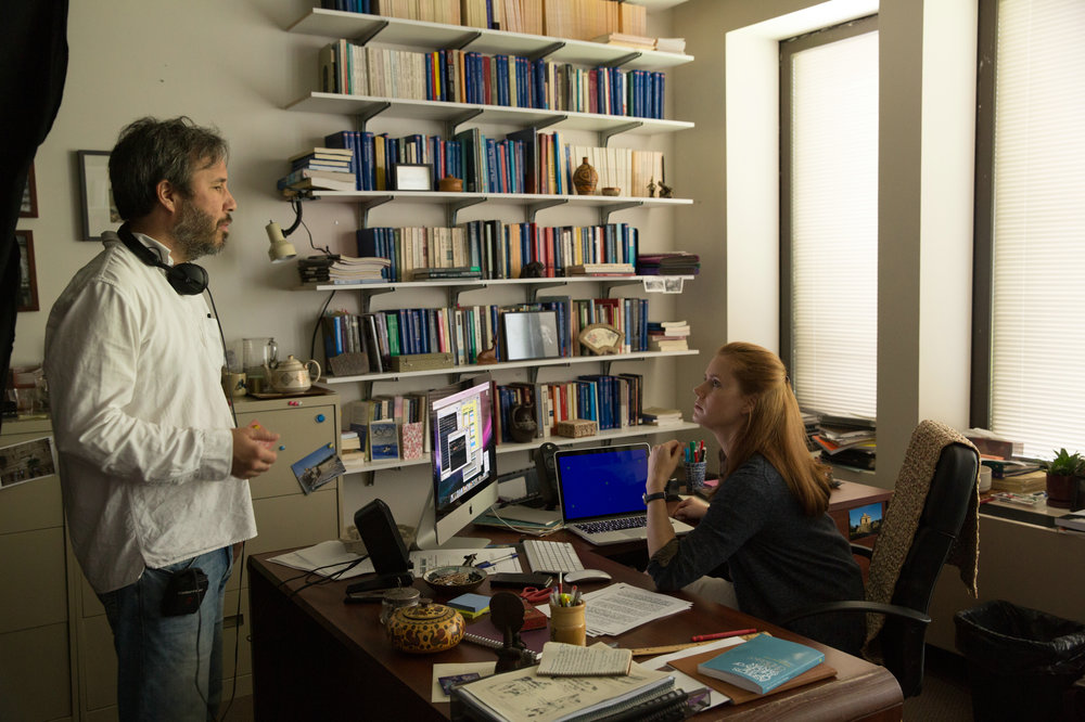Denis Villeneuve directs Amy Adams on the set of  Arrival .