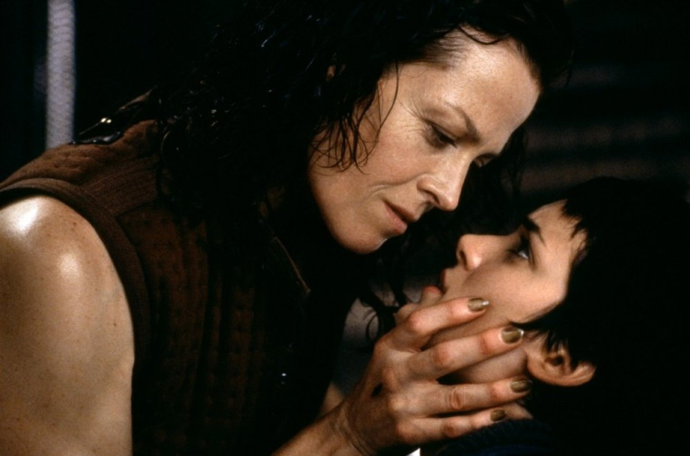 Alien Resurrection 1997 Sigourney Weaver and Wynona Rider