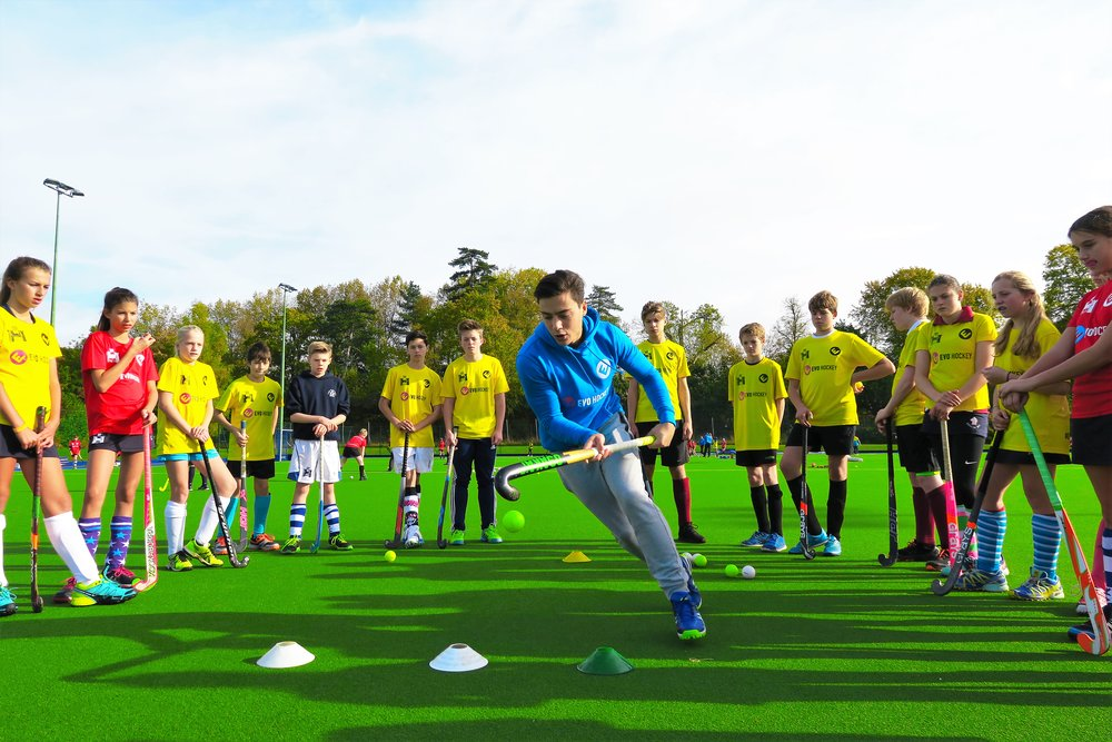 Thomas Briels (Belgium, Rio 2016 Olympic silver medallist) demonstrates 3D skills at an EVO Hockey event