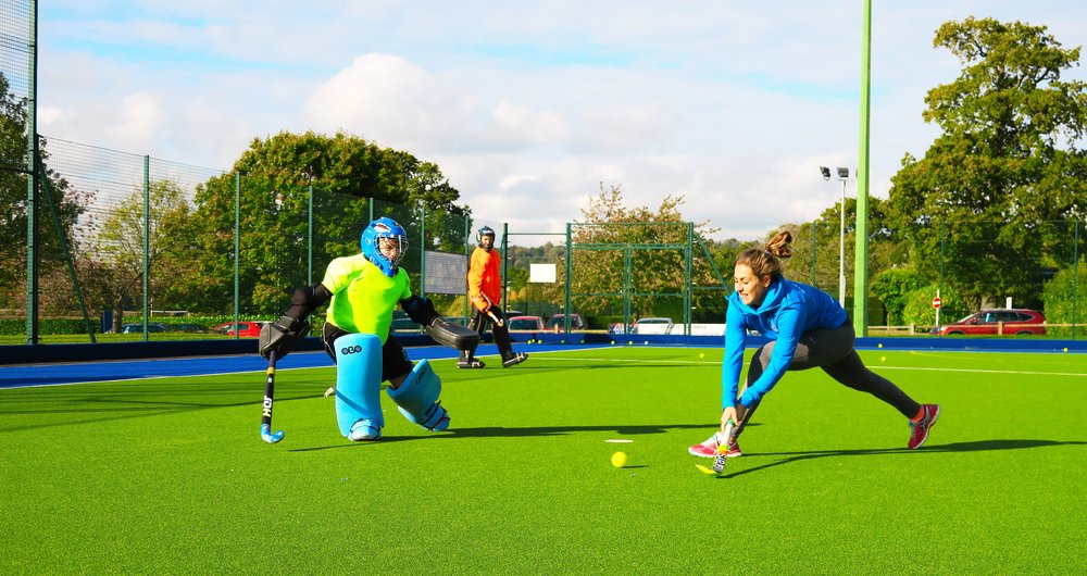 Marie Mävers (Germany, Rio 2016 Olympic bronze medallist) demonstrates goalscoring at an EVO Hockey event