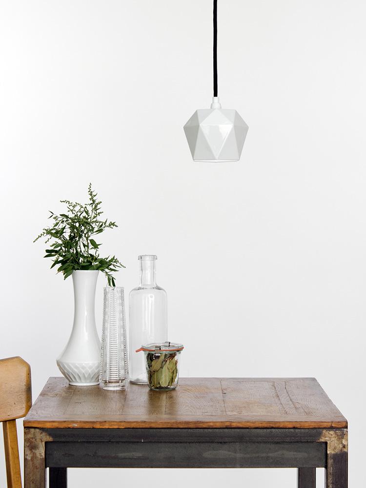 Hängelampe Hängeleuchte Porzellan Lampe - Kontext Ansicht Textilkabel schwarz_klein.jpg