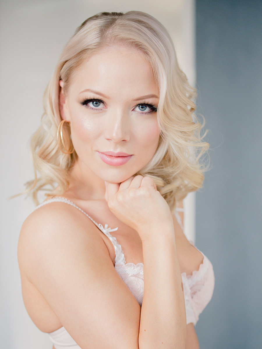 Hallitseva Miss Helsinki Janna-Juulia Vuorela Change alusvaatteissa. Kuvan otti Onnilab.