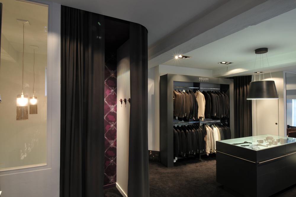 DINAN - Une boutique au coeur du centre ville  - SURFACE: 60 m2 -Maître d'ouvrage: Professionnel