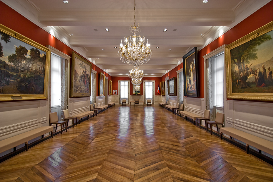 DINAN - Hôtel de ville / En collaboration avec l'architecte Yves Lecoq (gros oeuvre)  - SURFACE: 300 m2 -Maître d'ouvrage: Professionel