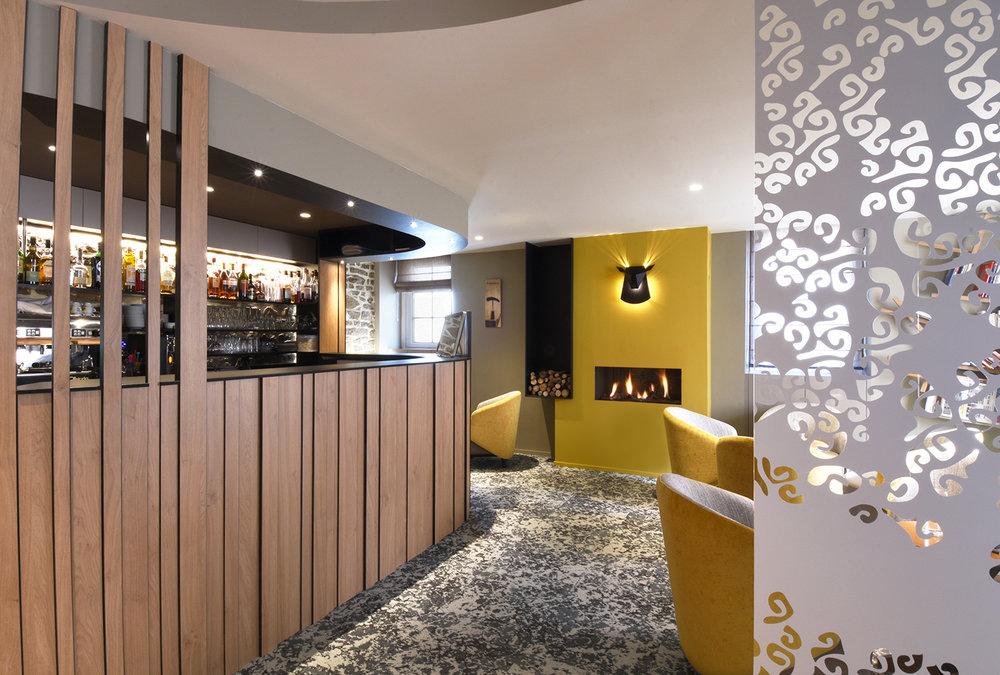 LANVALLAY   - Réhabilitation et restructuration d'un restaurant - SURFACE : 130 m2 - Maître d'ouvrage : Professionnel