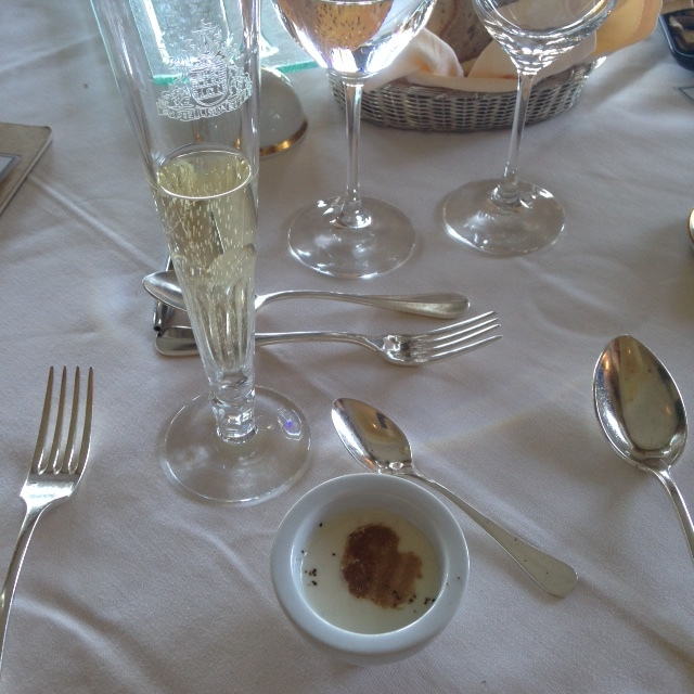 Amuse Bouche: Cappuccino Tupinambur com trufa e café