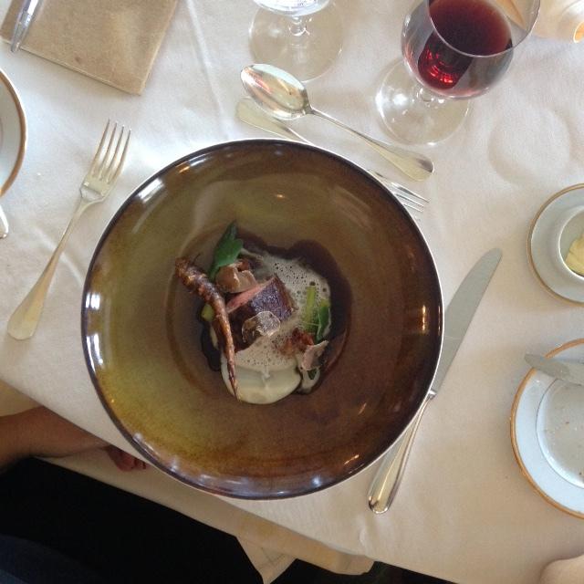 Lombinho de vitela, espargos verdes, queijo pecorino e trufa branca