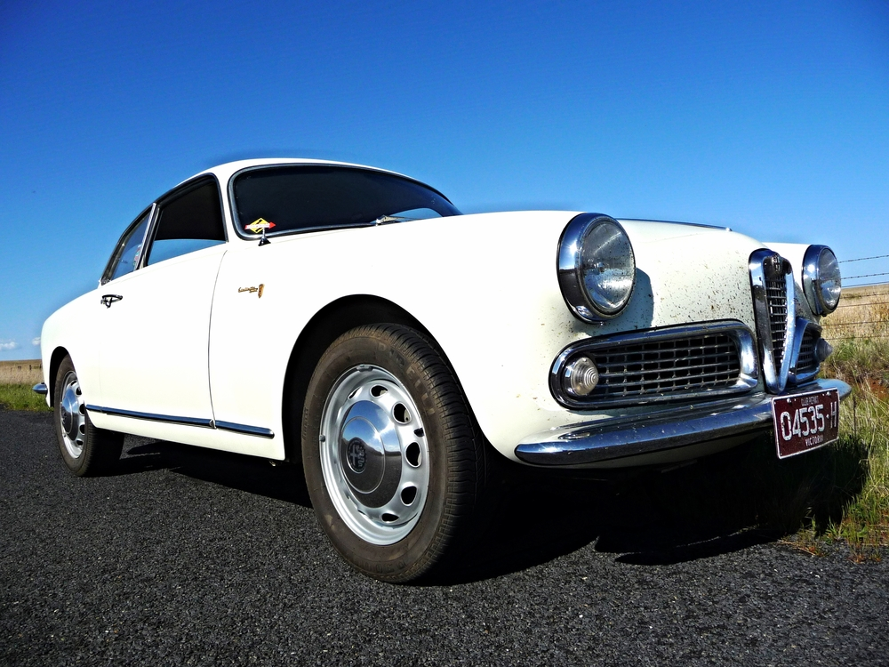 Giulietta Sprint restored by Zoo
