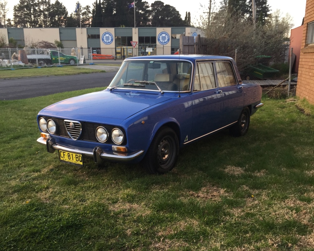 This nice old 73 Berlina is now my new daily driver. Loving the glasshouse feel while seated inside. Glass all around. Love the sound too, straight through pipe out the back.. twin Dellortos blurbling away. Le Mans Blue. There's nothing like it on the road these days. Stock 2ltr with 9:43 lsd gives it a nimble feel but it does feel a little understeery, if that's a word. I'll work on it. Am I missing a SS strip in the grill sides?