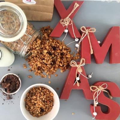 Flatlay Christmas granola gift 2.jpg