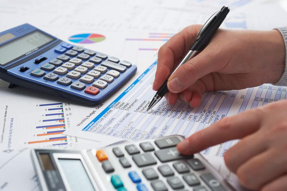 Understanding accounting - A basic course for, where the main goal is that you can use your knowlegde as a tool in your business.