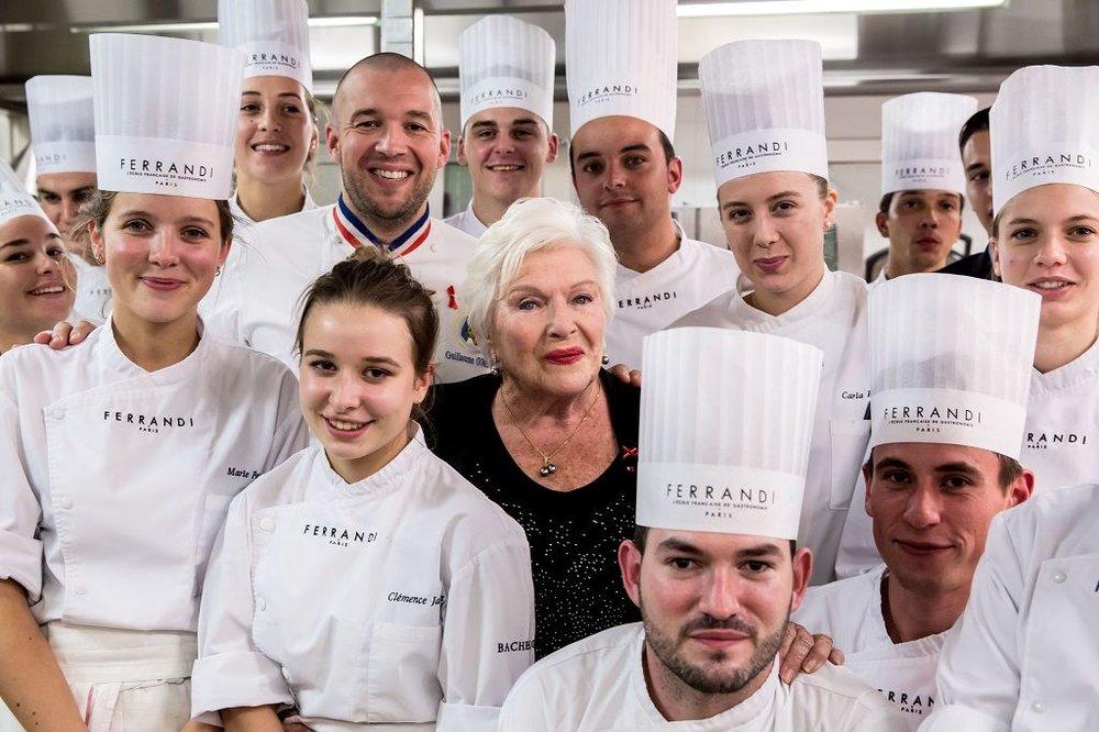 L'école de gastronomie Ferrandi, à Paris, organisait un dîner de gala le 6 octobre dans le cadre des Chefs Solidaires. Guillaume Gomez et Line Renaud étaient en compagnie des élèves. © Vincent Isoré