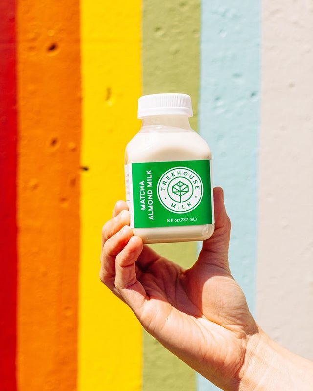 That last bit of summer sun + that clean, calming boost of matcha almond milk. Ahhh. 🧘‍♀️ Who are we kidding, it's going to be summer in Atlanta for, like, 6 more weeks.  ph @gabivalladares