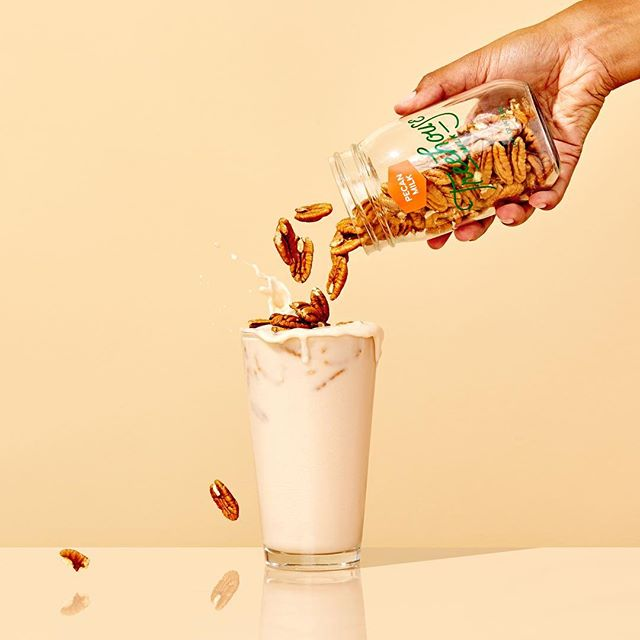 Nut milk making isn't always perfect, especially when you cram all the nuts you possibly can into a jar.  In this case, somewhere around 100 pecans and the plethora of antioxidants they contain + a little honey & vanilla 〰️〰️〰️ #realfood  ph @tropicophoto