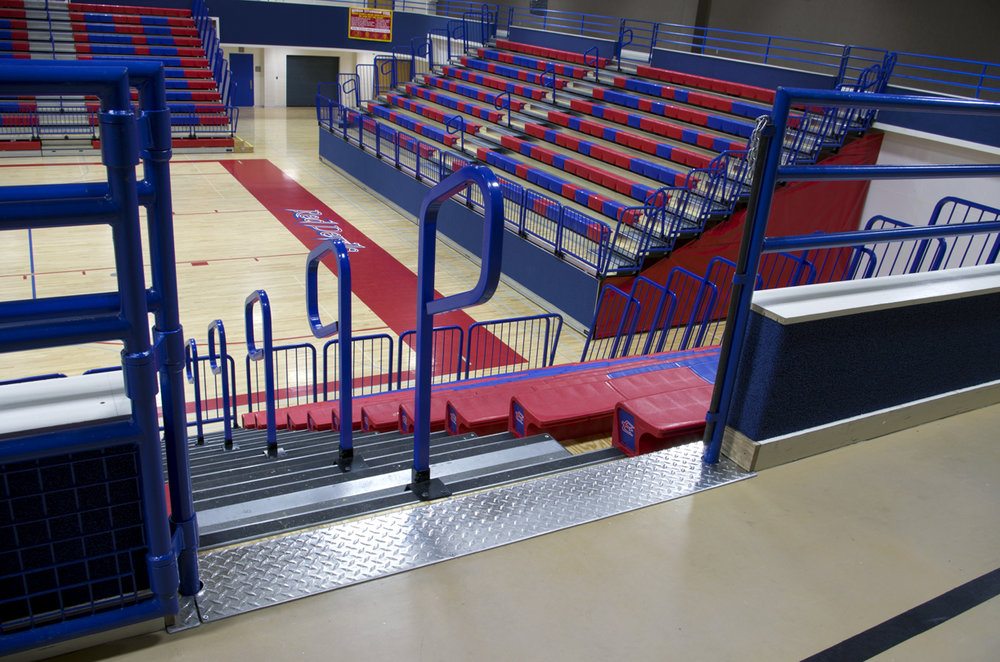 Free standing telescopic bleachers