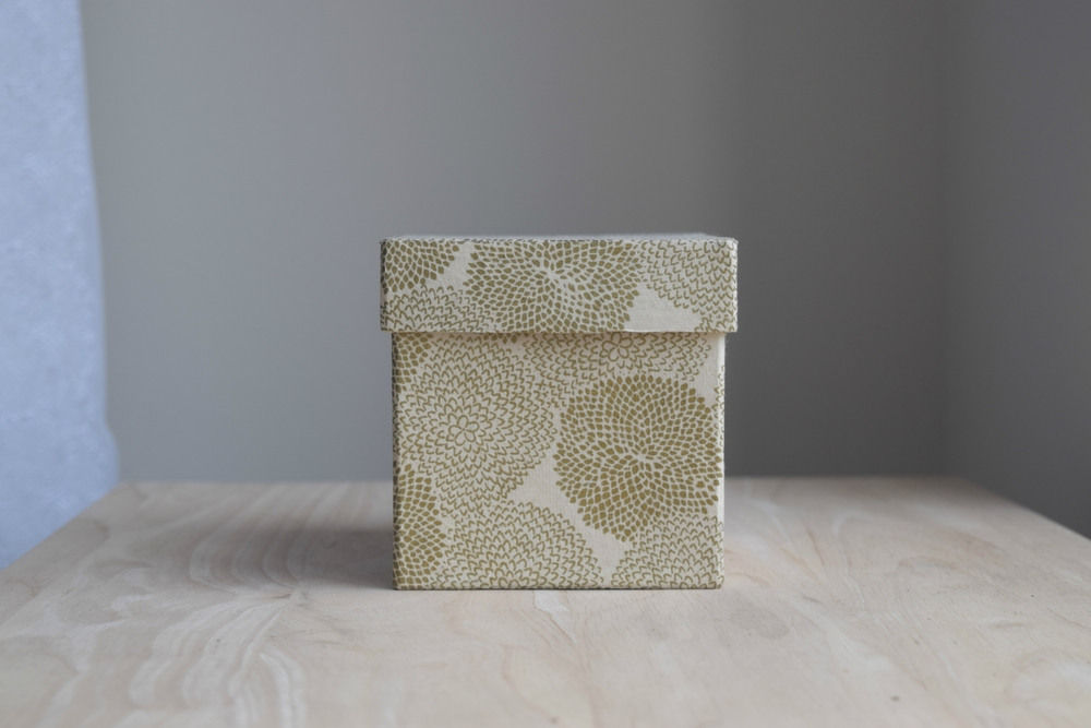 Totally neutral box, but check out that pretty floral pattern!